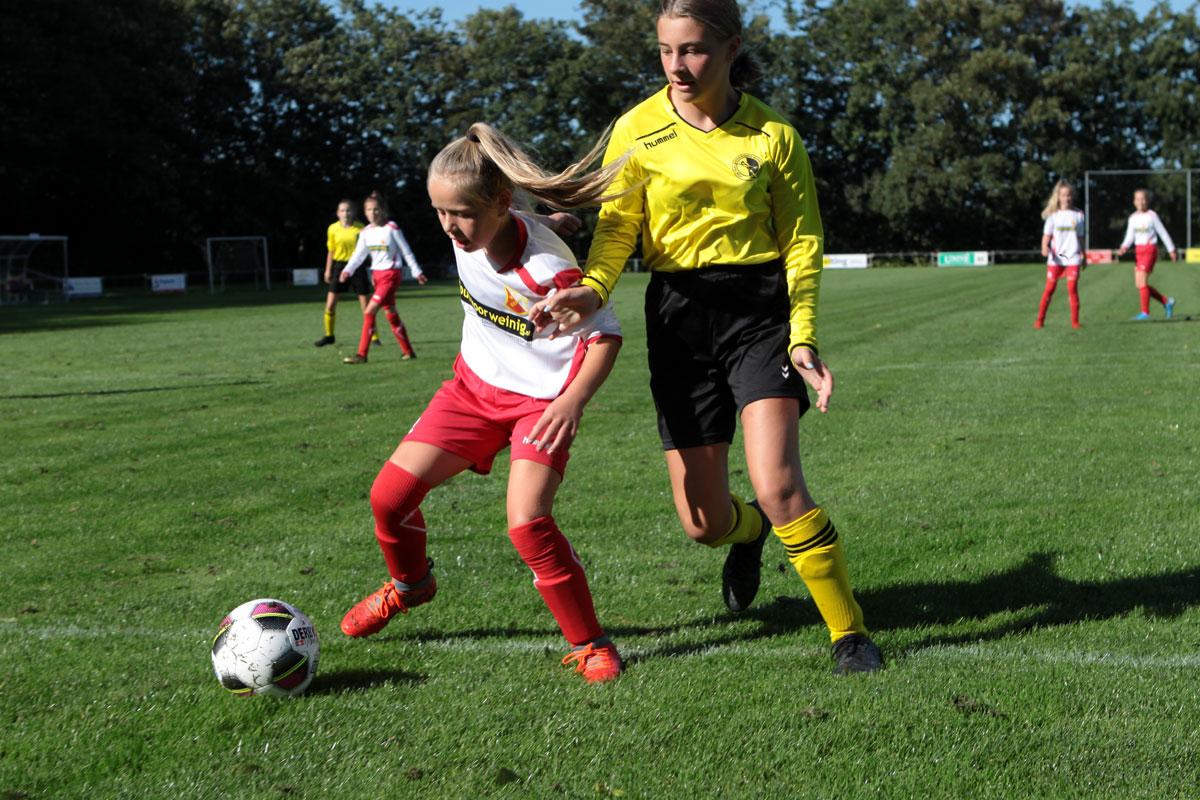 MO13 in de nieuwe tenues speelde tegen Noordwolde MO13